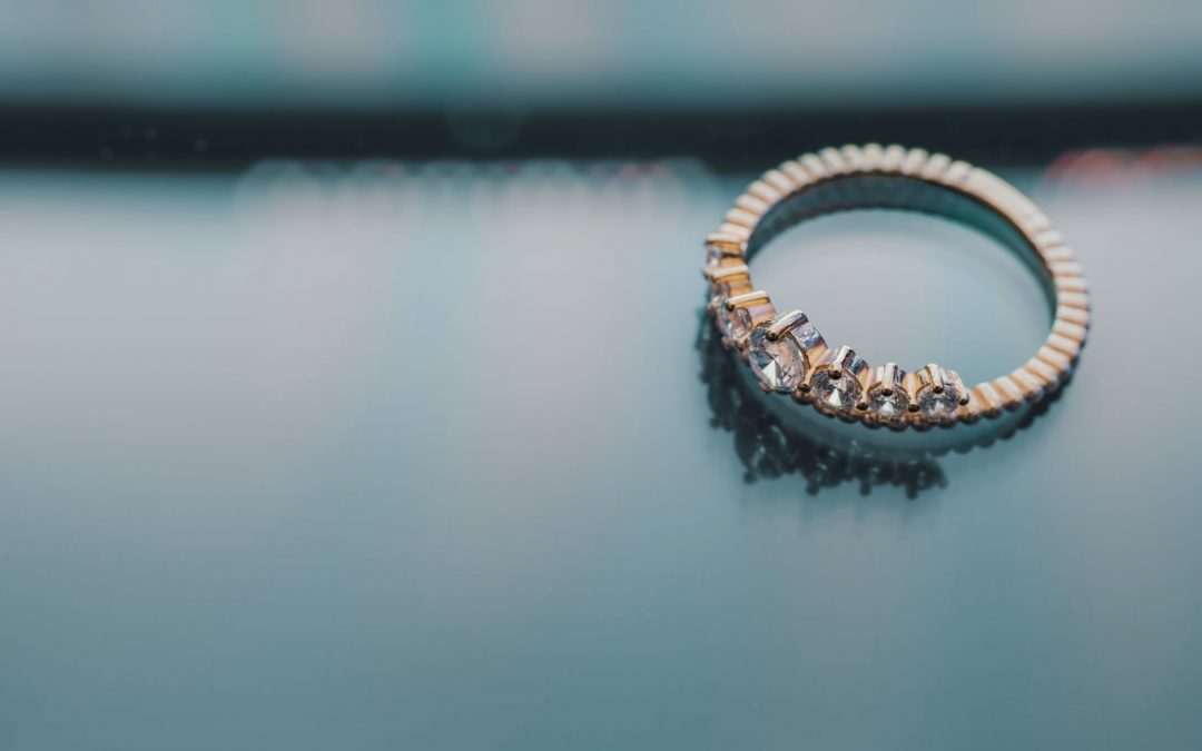 This Is The Easiest Way To Find Out Someone's Ring Size for FREE